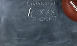 与比赛计划的橄榄球在黑板设置 免版税库存图片