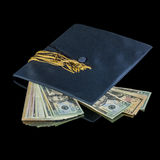 与毕业盖帽一起的许多美元 库存图片