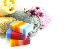 与毛巾混合果子清洗的肥皂和luffa 免版税库存图片