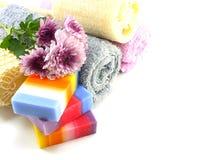 与毛巾混合果子清洗的肥皂和luffa 免版税库存照片
