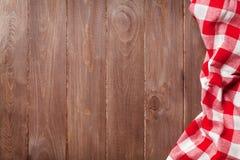与毛巾的厨房用桌 免版税库存照片