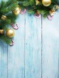 与毛皮和中看不中用的物品的圣诞节装饰 库存图片
