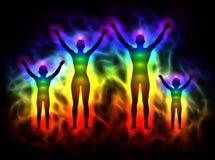 与气氛和chakras -家庭的彩虹剪影 免版税库存照片