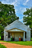 与气泵Utley得克萨斯的被放弃的加油站 库存图片