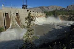 与氢结合的水坝溢洪道 库存照片