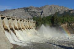 与氢结合的水坝溢洪道 免版税库存图片