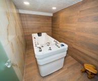 与氢结合的按摩浴在一家五星旅馆的温泉中心在Kranevo,保加利亚 库存图片