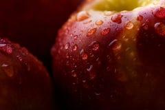 与水下落的新鲜的桃子 关闭,宏观foto 免版税库存图片