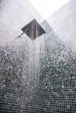 与水下落的顶头阵雨 免版税库存照片
