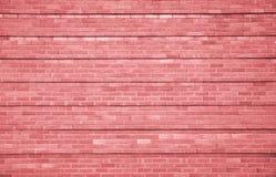 与水平的条纹样式的桃红色砖墙背景 库存图片