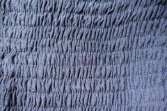 与水平的缝的被焙烤的蓝色织品 免版税库存照片