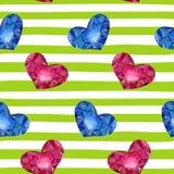 与水彩心脏的无缝的背景在条纹 设计婚礼的贺卡和邀请,生日,华伦泰s D 免版税库存图片