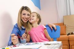 与水彩的母亲和女儿绘画 图库摄影