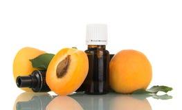 与水果的气味和抽烟的装置,成熟杏子的液体 库存照片