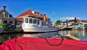 与水运河的荷兰风景 库存图片