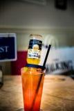 与汁液混合的光环啤酒 库存照片