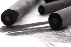 与污点的艺术家的黑色木炭 库存图片