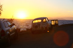 与汽车的海景 免版税库存照片
