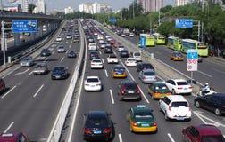 与汽车的街道在北京 免版税库存照片
