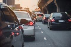 与汽车行的交通堵塞在通行费途中的 图库摄影