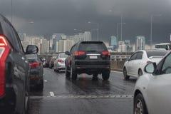 与汽车行的交通堵塞  库存图片