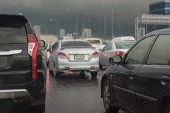 与汽车行的交通堵塞  图库摄影