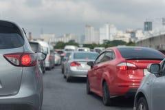 与汽车行的交通堵塞  免版税库存图片