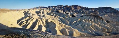 与沙丘形状的岩石在` Zabriskie的在死亡谷指向`, 库存照片