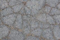 与沙子和土的破裂的沥青 免版税库存照片