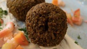 与沙拉三明治和菜的典型的黎巴嫩盘 库存照片
