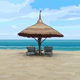 与沙滩伞和太阳懒人的海边 免版税库存照片