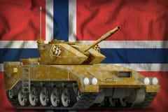与沙漠伪装的轻型坦克apc在挪威国旗背景 3d例证 免版税库存照片