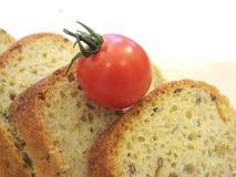 与沙粒和油麻2的被拼写的面包切片 免版税库存图片
