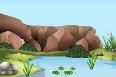 与河和峭壁的场面 库存图片