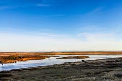 与河和蓝天的冰岛风景 库存照片