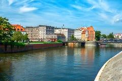 与河奥得的弗罗茨瓦夫都市风景 免版税库存照片