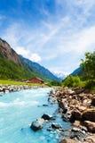 与河小河的美好的瑞士风景 免版税库存照片
