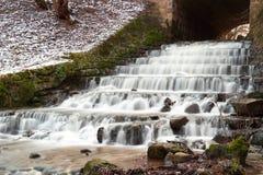 与河小瀑布的风景 图库摄影
