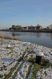 与河特伦特的农村snowscape 免版税库存图片