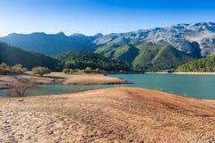 与河的山风景 guadalquivir 库存照片
