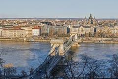 与河的都市风景在布达佩斯 库存照片