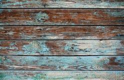 与油漆镇压和层数的老破旧的木背景  免版税库存图片