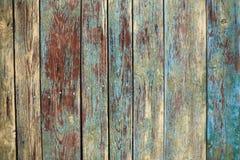 与油漆镇压和层数的老破旧的木背景  免版税库存照片
