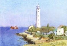 与沿海灯塔和凹下去的船的晴朗的海景 免版税库存照片