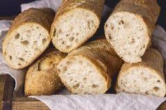 与法国新鲜面包长方形宝石木关闭的静物画 免版税库存照片