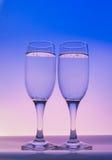 与泡影的两块香槟玻璃 免版税图库摄影