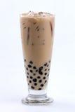 与泡影的牛奶茶 免版税库存图片