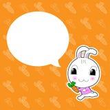 与泡影的逗人喜爱的兔子在橙色背景 免版税库存照片