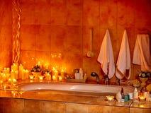 与泡末浴的卫生间内部 免版税库存照片