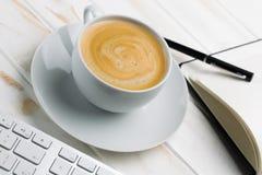 与泡沫的咖啡 库存图片